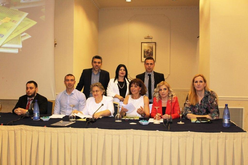Από αριστερά: ο Παραολυμπιονίκης Αλέξανδρος Κατσαρός, ο oλυμπιονίκης Αλέξανδρος Νικολαΐδης, ο εκδότης Χρήστος Τακιδέλλης, η Εισαγγελέας Αρείου Πάγου Ξένη Δημητρίου-Βασιλοπούλου, Η εφέτης Μαργαρίτα Στενιώτη, η ολυμπιονίκης Βούλα Πατουλίδου, ο εκπρόσωπος του Δικηγορικού Συλλόγου Θεσσαλονίκης (ΔΣΘ) Αναστάσιος Ντούγκας, H Aθλητική Εισαγγελέας Θεσσαλονίκης Ευαγγελία Λιάσσου και η ολυμπιονίκης Τασούλα