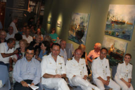 Από αριστερά: ο Δήμαρχος Ύδρας κ. Γ Κουκουδάκης, ο Διοικητής ΑΕΝ κ. Ευαγ. Δανόπουλος, ο Λιμενάρχης Γ. Μανδαλάκης με τους Υπολιμενάρχες.